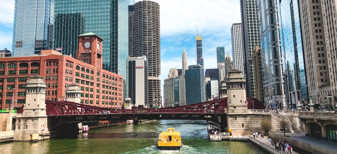 A beautiful wide shot of the Chicago River with amazing modern architecture