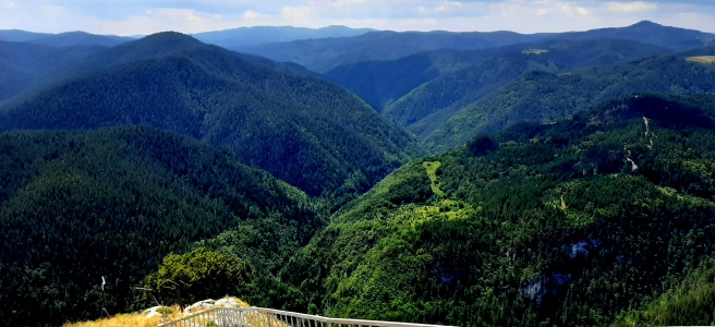 Неземни гледки към Родопите, а и отвъд: три наблюдателни площадки