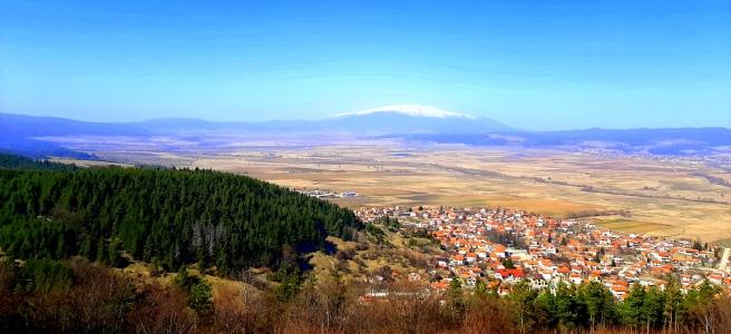 Гледка от Цари Мали град към село Белчин